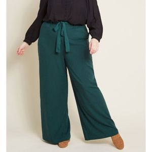 The Savannah Pant in Hunter Green